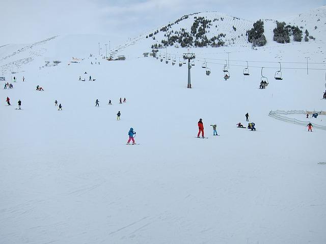 piste de ski dans le brouillard