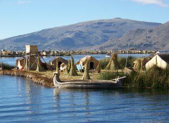 Les îles Uros sur le Titicaca pendant un voyage au Pérou